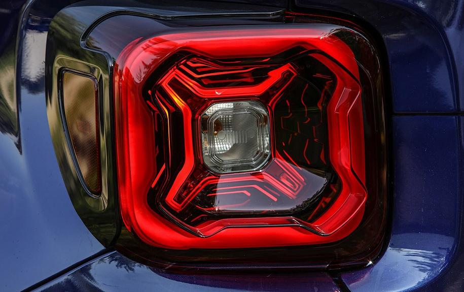 Обновленный кроссовер Jeep Renegade укомплектуют литровым мотором