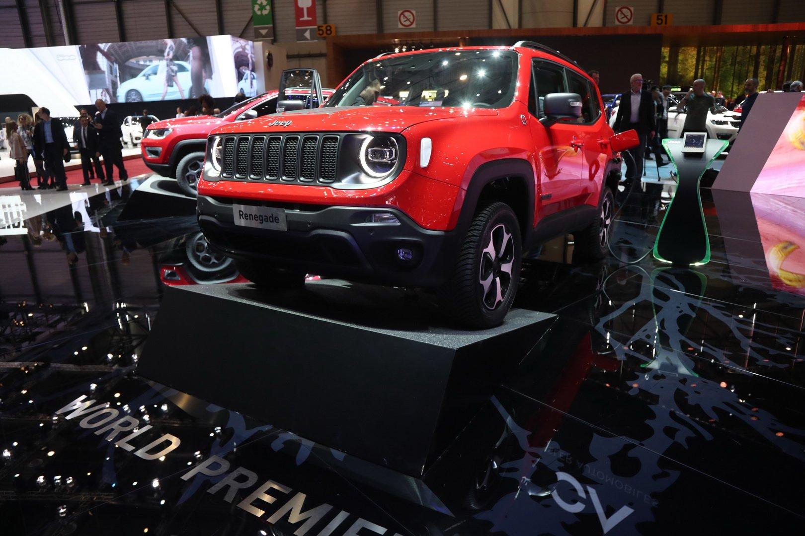 Кроссоверы Jeep Renegade и Compass теперь можно зарядить от розетки