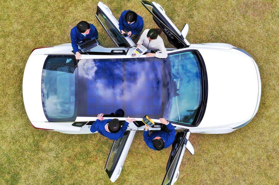Автомобили Kia и Hyundai начнут комплектовать солнечными панелями