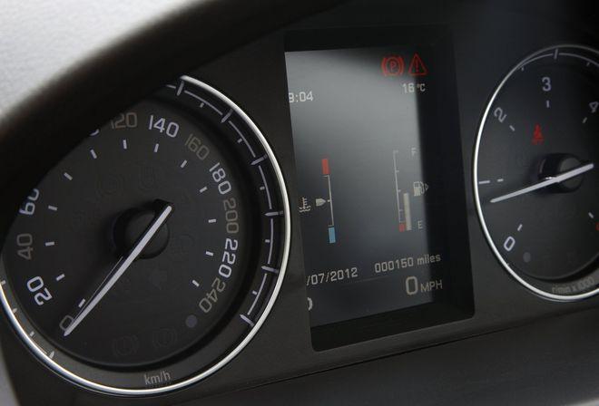 Land Rover Freelander 2 2013 — новый монитор на панели приборов