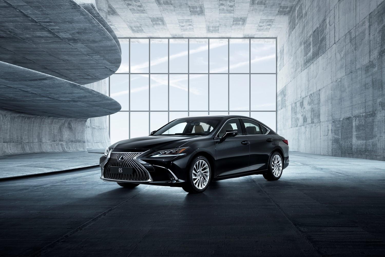 Lexus ES нового поколения заменит сразу две модели