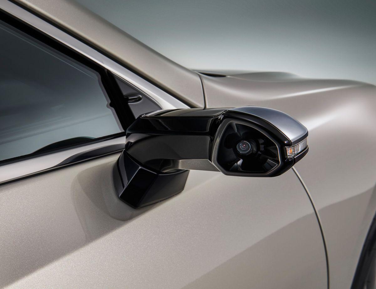 Новый Lexus ES назначен первым представителем марки с «виртуальными» зеркалами