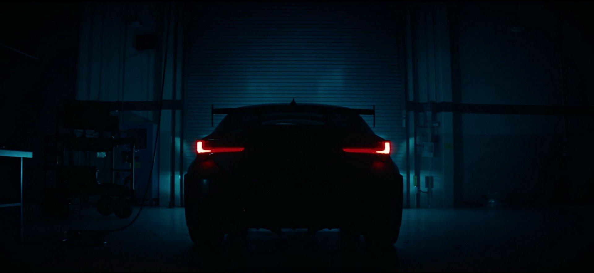 Lexus показал на видео трековую версию спорткара RC F