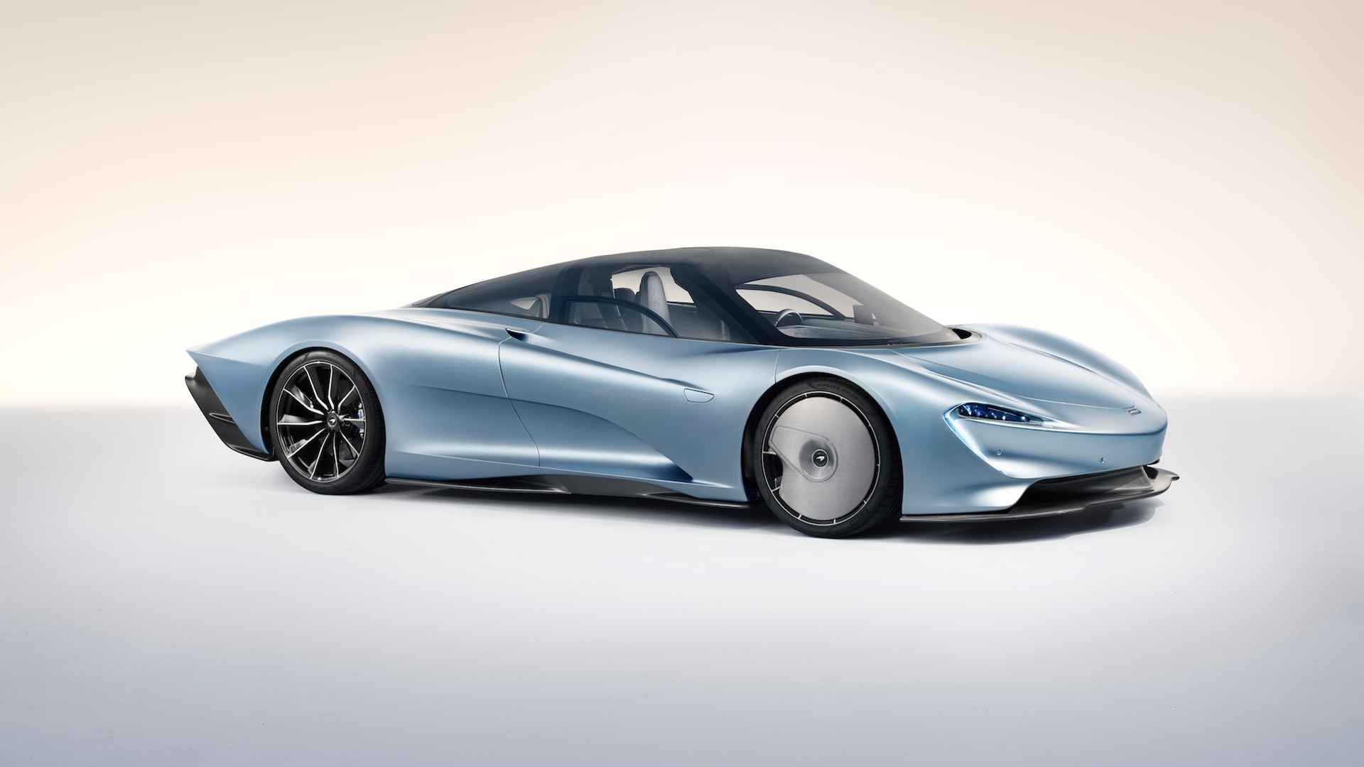 McLaren показал суперкар, способный разогнаться до 400 км/ч