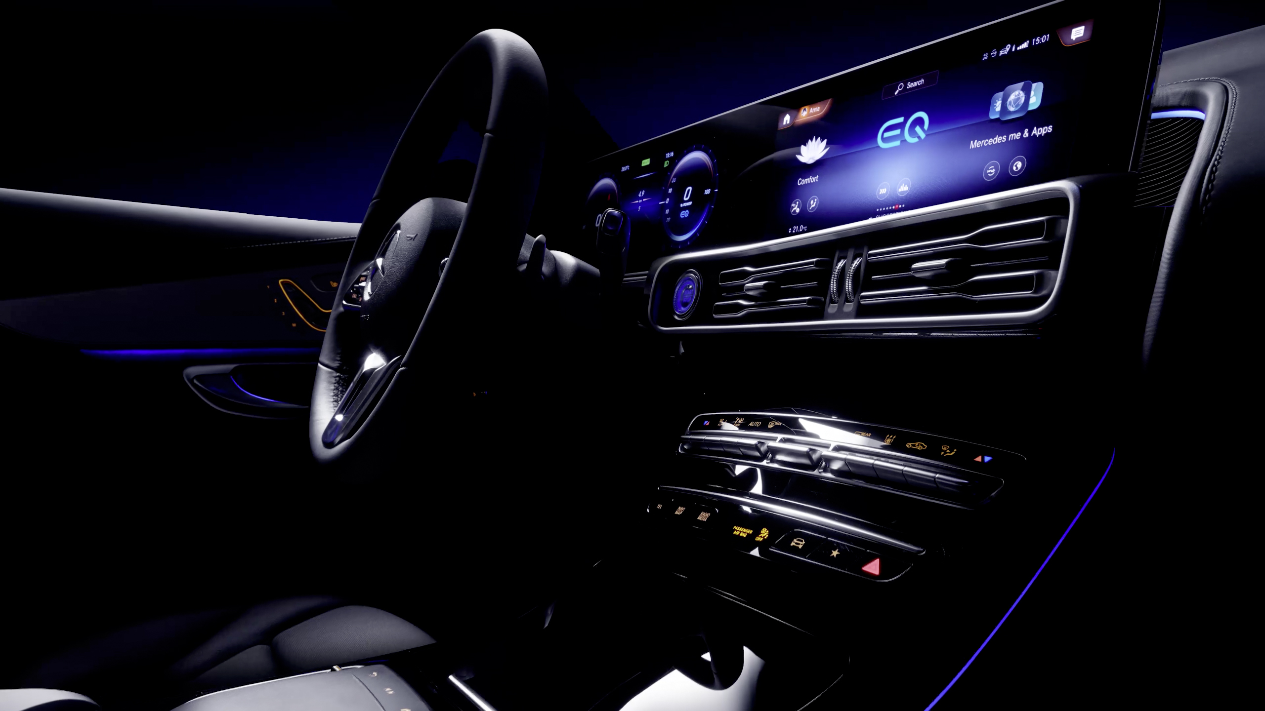 Mercedes-Benz показал салон электрического кроссовера EQC