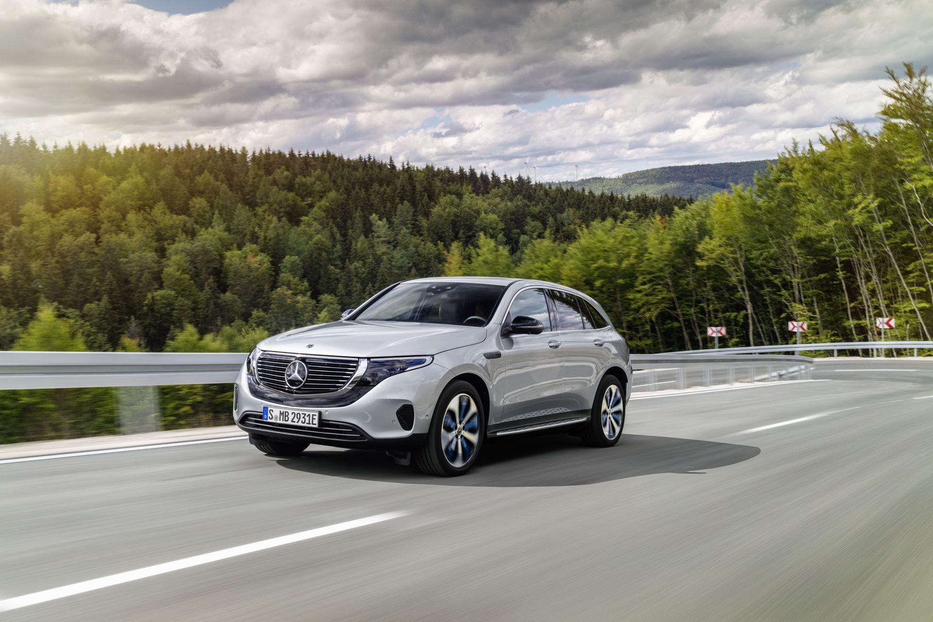 Электрический кроссовер Mercedes-Benz EQC представлен официально