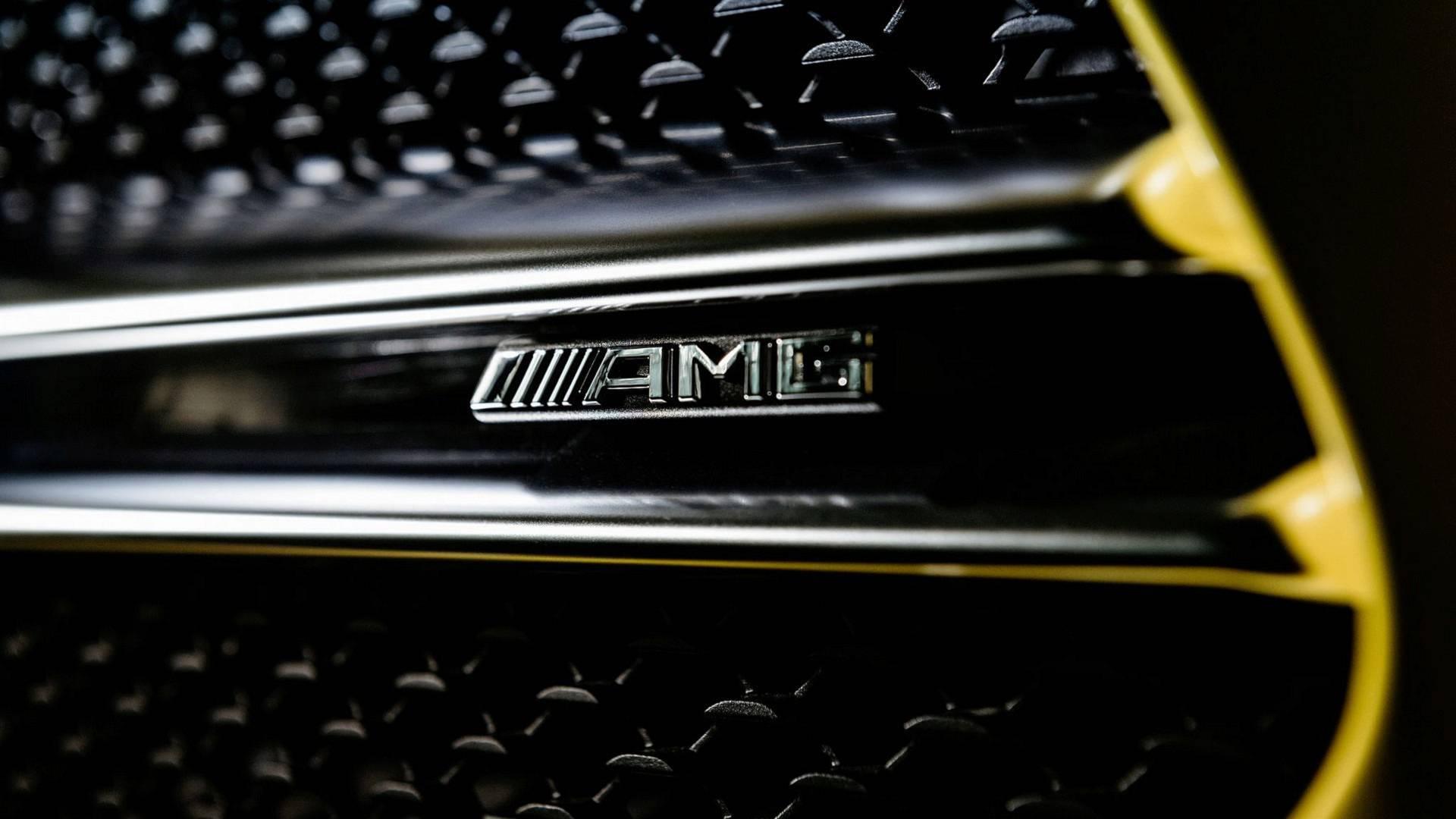 Mercedes-AMG показала первые тизеры хэтчбека A35