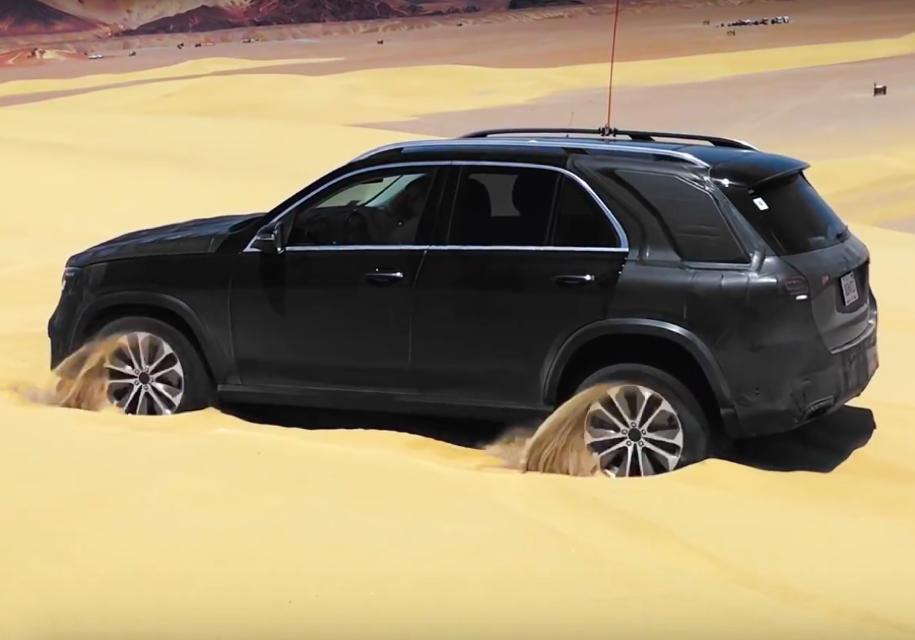 Новый Mercedes-Benz GLE научили выбираться из песка раскачиванием