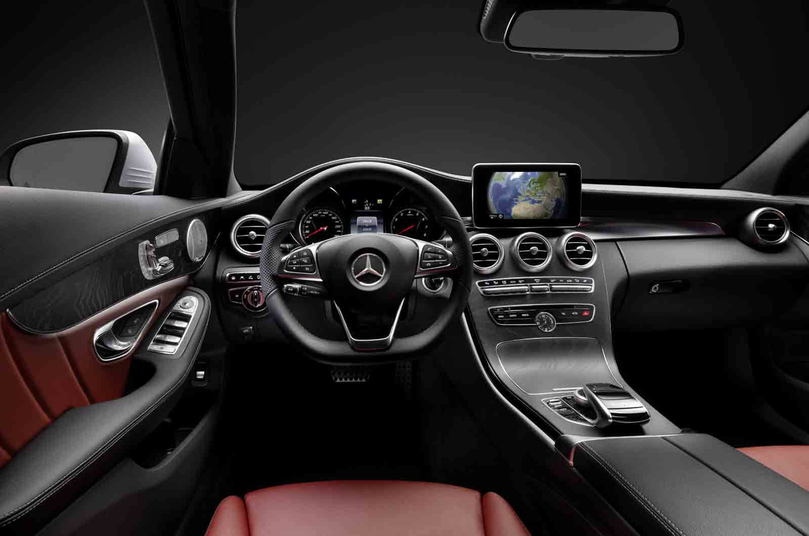 http://autonews.autoua.net/media/uploads/mercedes/c-class-interior=001.jpg