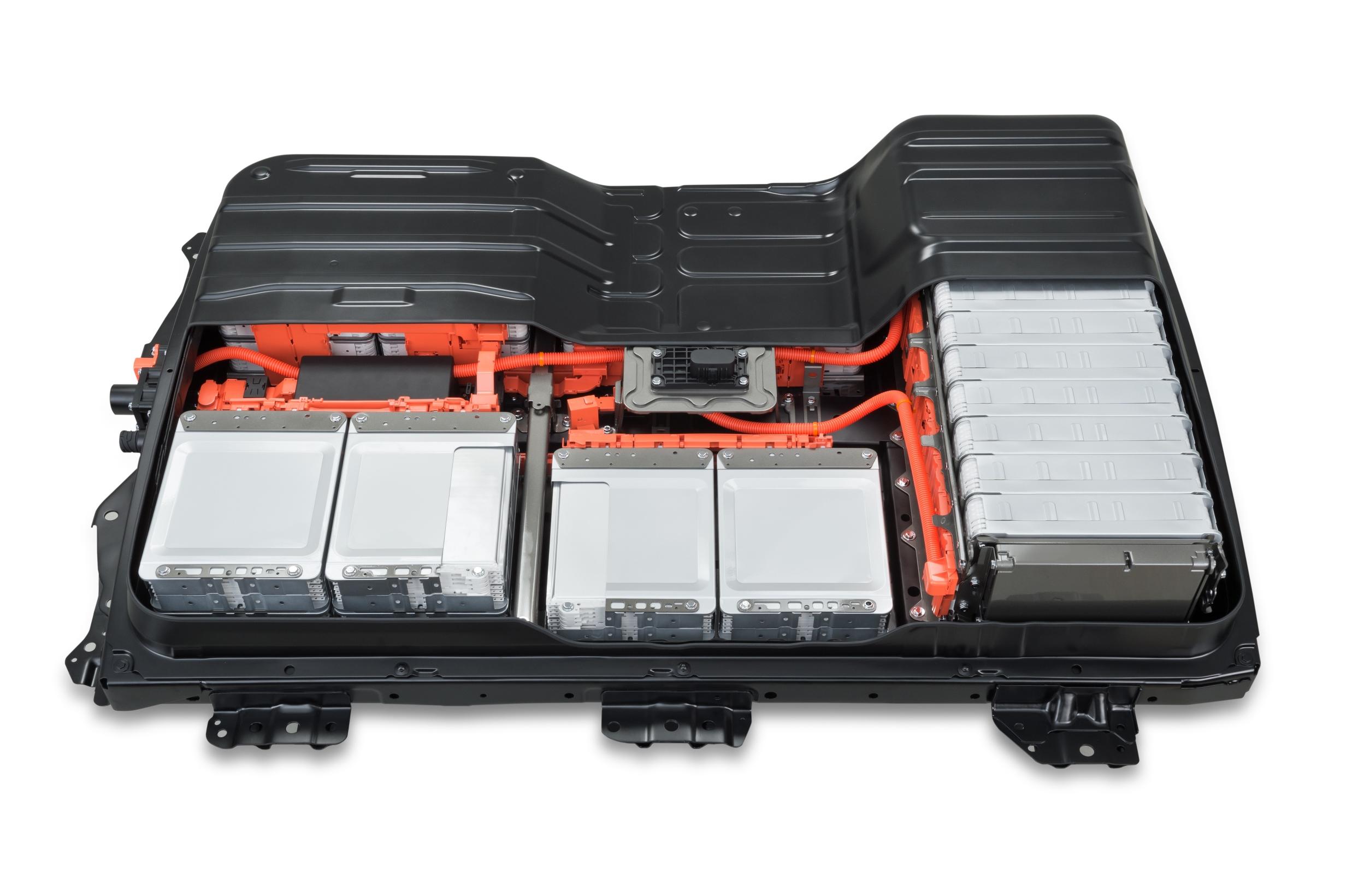 Nissan запустит в Японии программу замены батарей для электрокаров