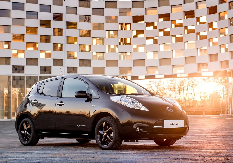 Хэтчбек Nissan Leaf получил ограниченную версию Black Edition