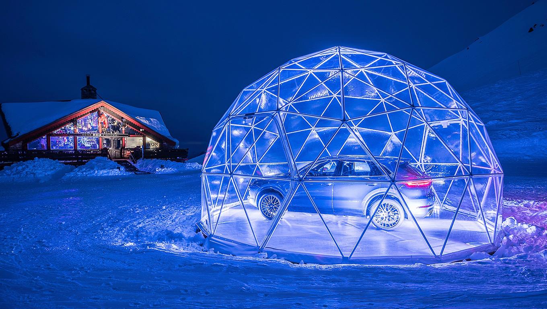 Во французских Альпах открылся самый высокогорный автосалон Porsche