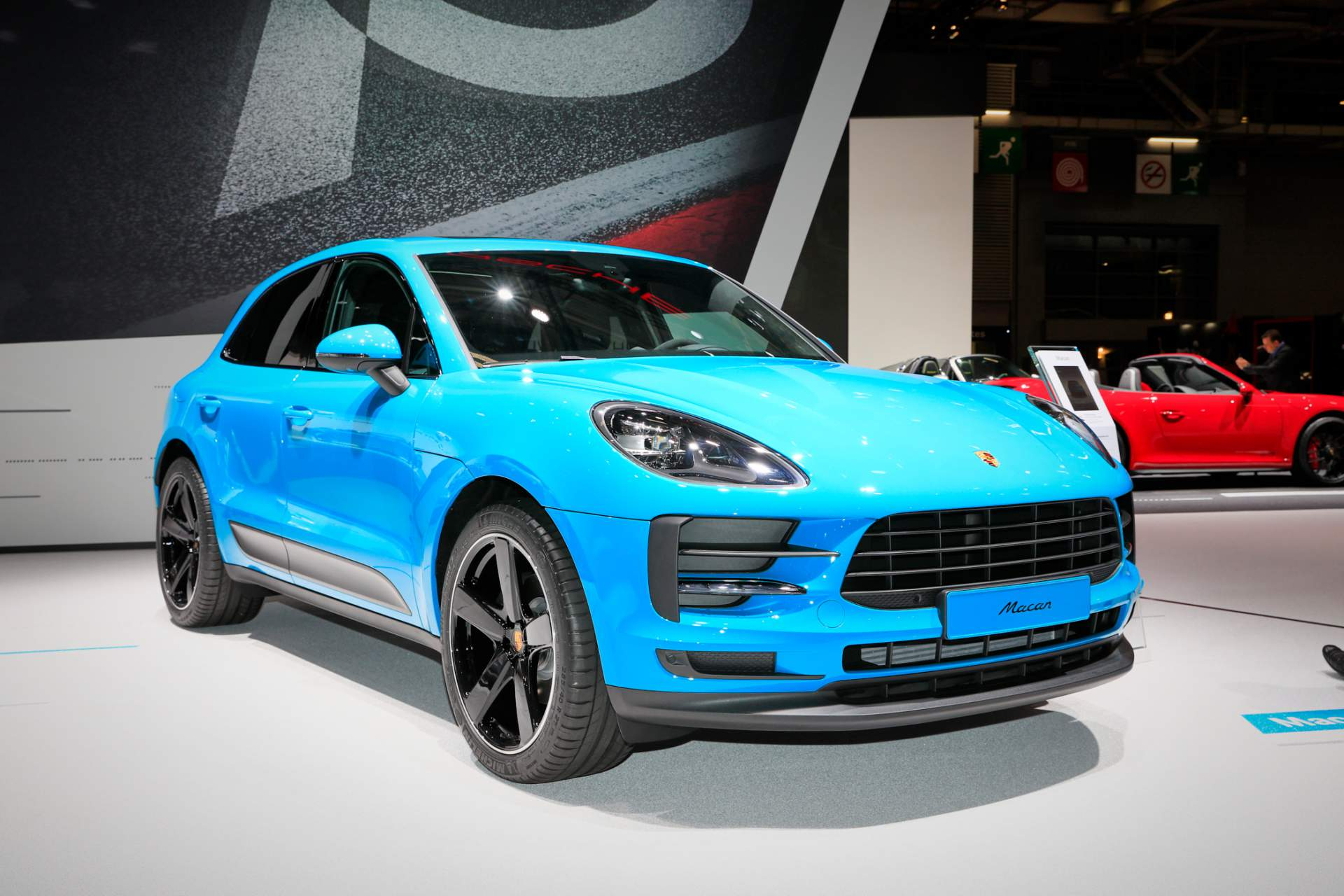 90e897e5-2019-porsche-macan-at-paris-mot