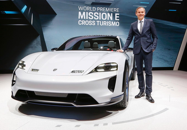 Женева 2018: концепт 600-сильного электромобиля Porsche Mission E Cross Turismo