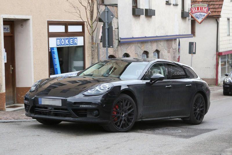 Универсал Porsche Panamera впервые выехал на городские дороги