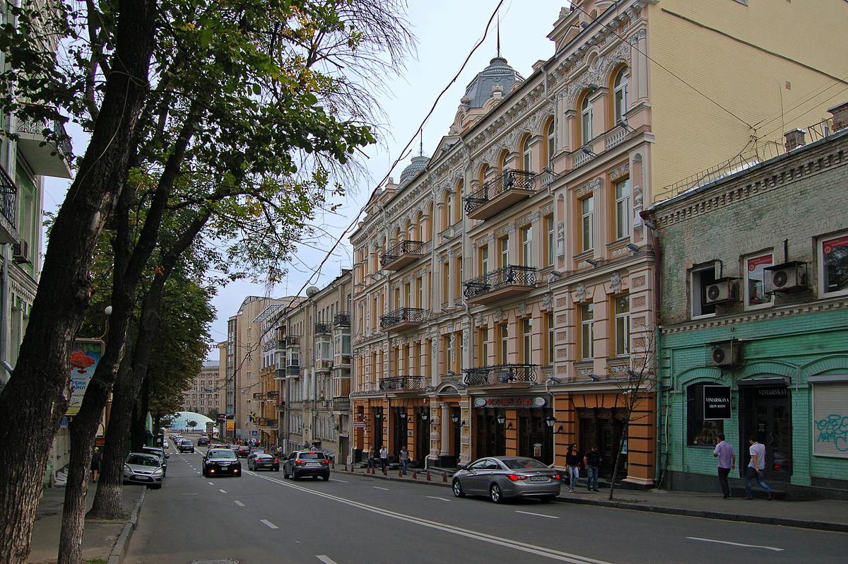 В центре Киева временно запретят парковку