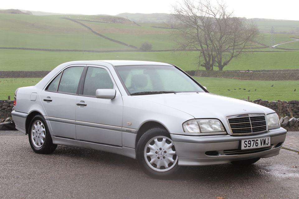Британский автодилер дарит машины жертвам наводнения