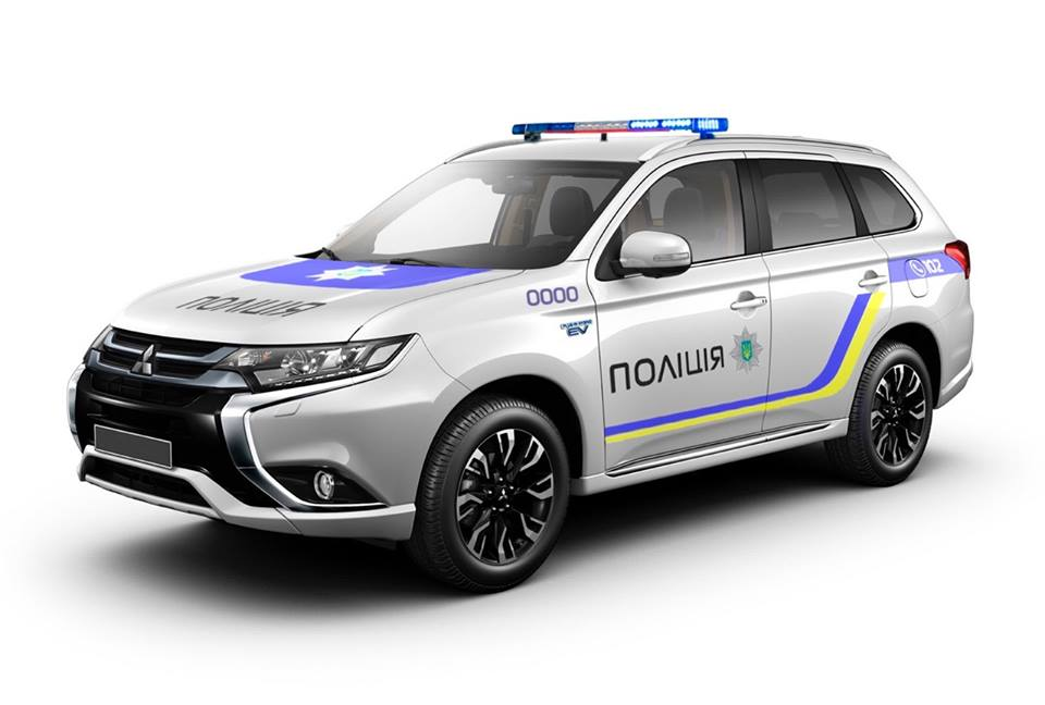 Полиция заменит ВАЗы и УАЗы на гибридные Mitsubishi Outlander