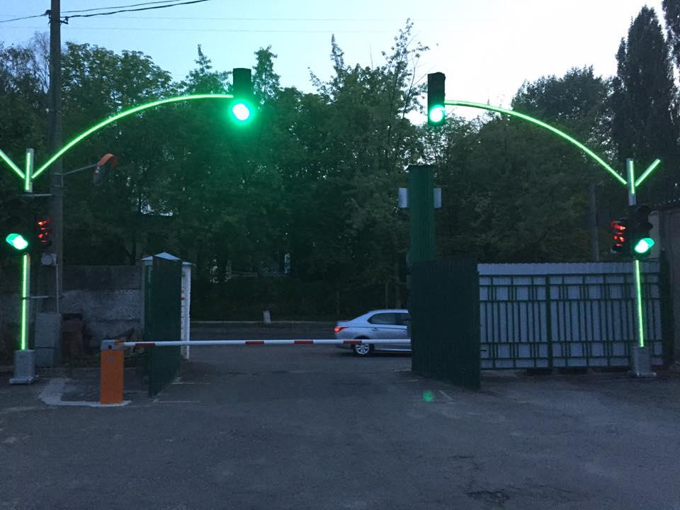 В Киеве светофоры будут светиться вместе со столбами
