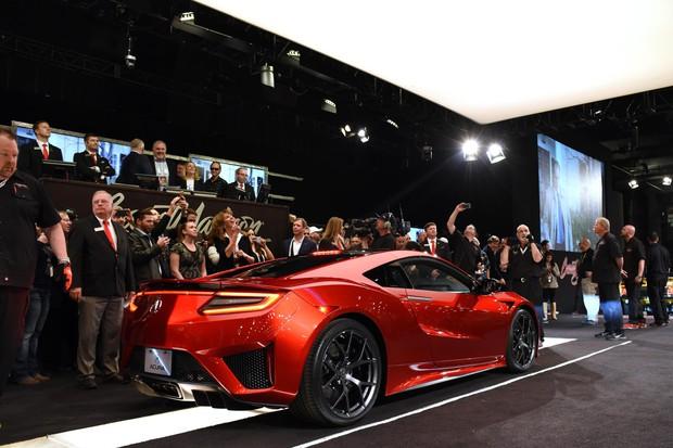 Первый экземпляр Acura NSX продали за $  1.2 млн.