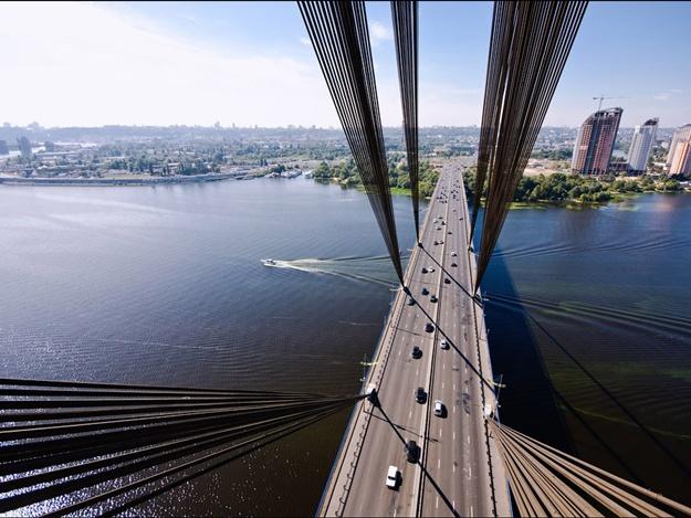Завтра вКиеве ограничат движение поМосковскому мосту