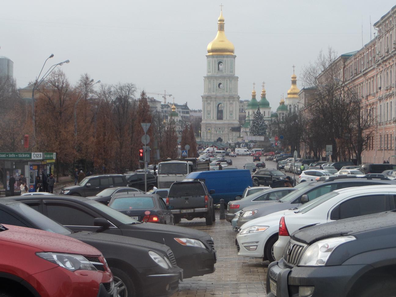 Депутаты не захотели менять правила парковки автомобилей