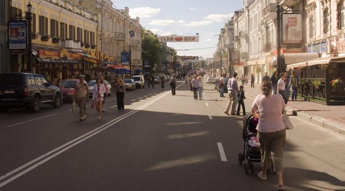 Улицу Сагайдачного сделали пешеходной в выходные дни