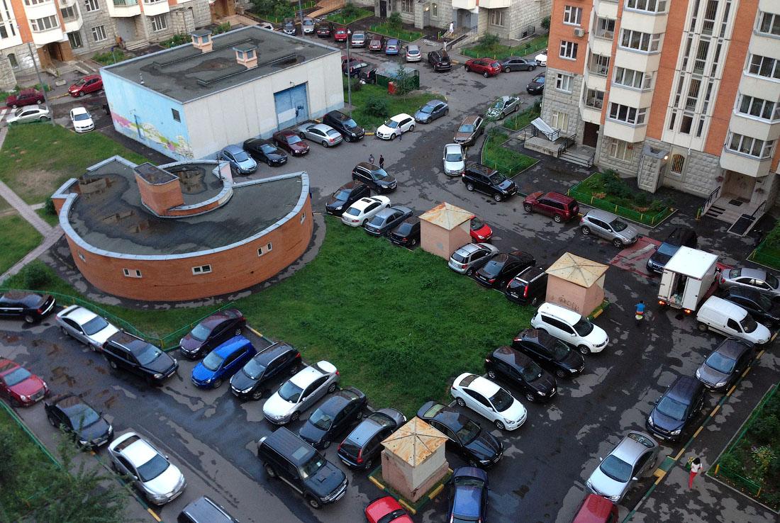 В новых строительных нормах запретили внутриквартальные парковки