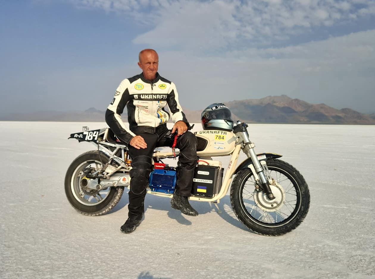 Украинский гонщик Сергей Малик установил рекорд скорости на электромотоцикле «Днепр»