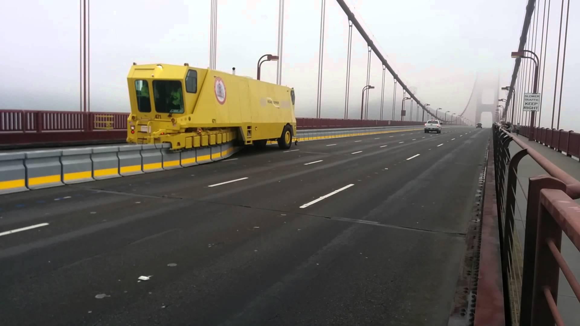 На мосту Патона появятся передвижные отбойники