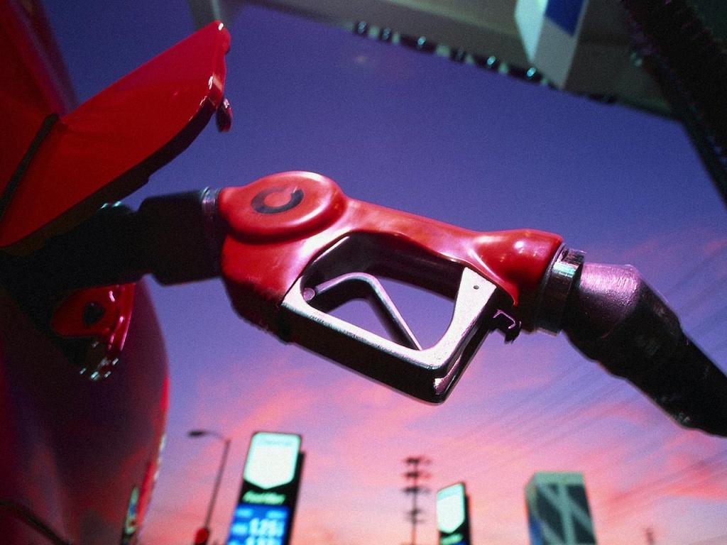 Цены на топливо в крупных сетях АЗС выросли во второй раз за два дня