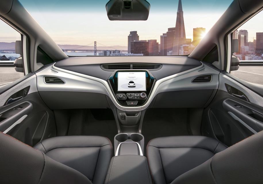 General Motors показал автомобиль без руля и педалей