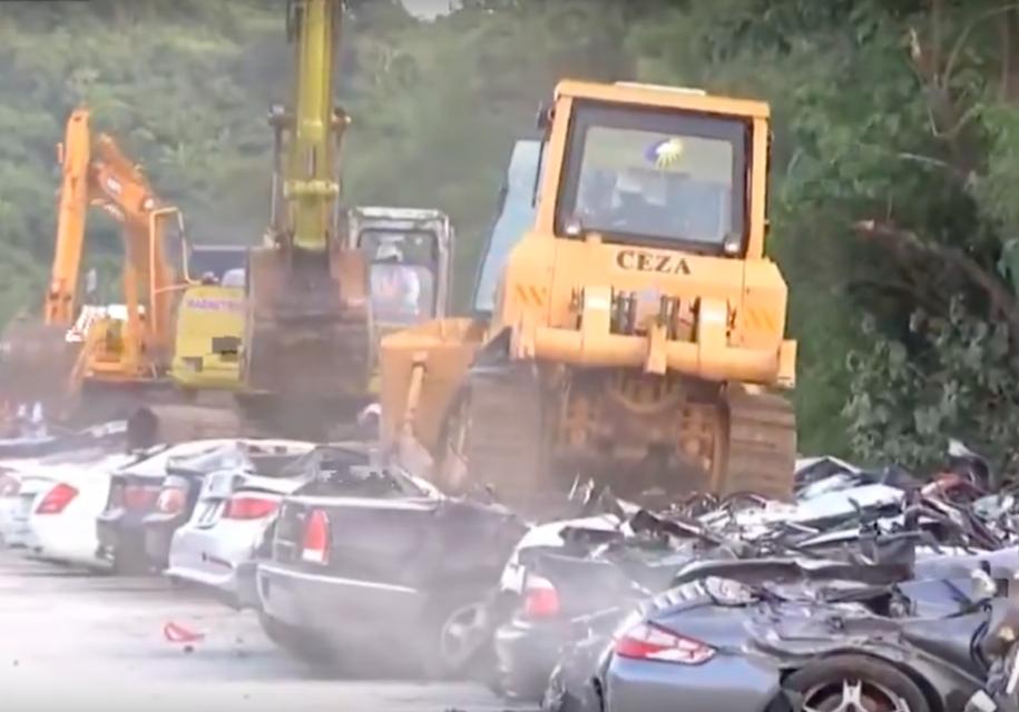 Власти Филиппин раздавили контрабандные автомобили на пять миллионов евро
