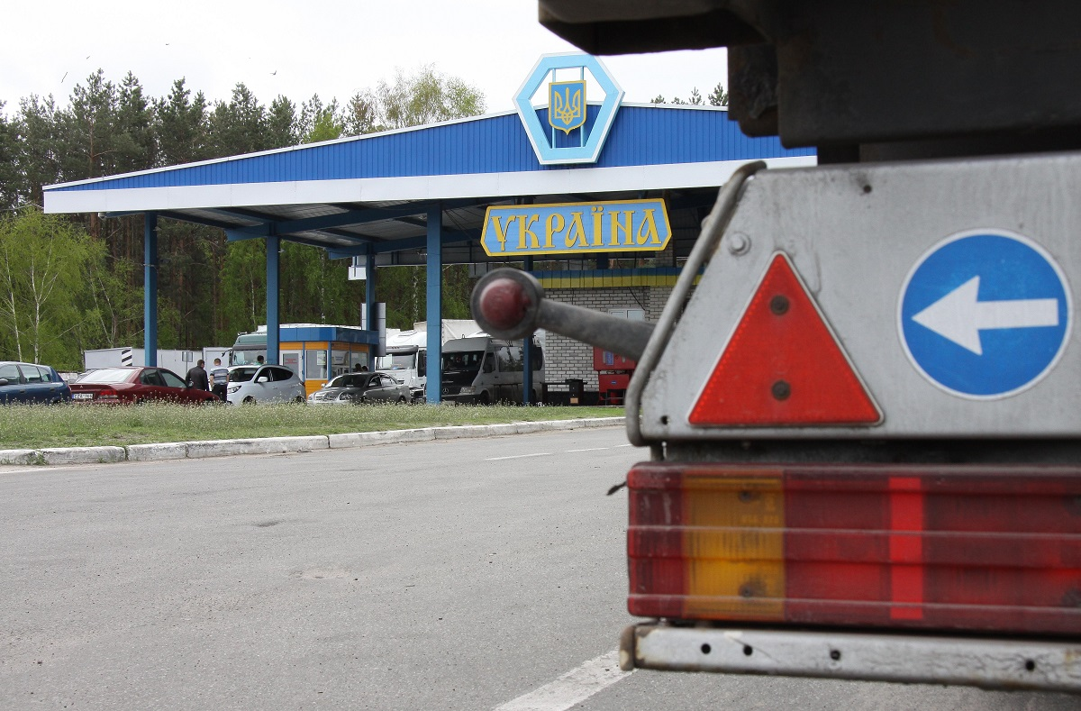 Владельцам нерастаможенных автомобилей разрешили превысить срок пребывания в Украине