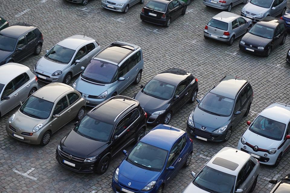 Кабмин запретил должникам продавать автомобили