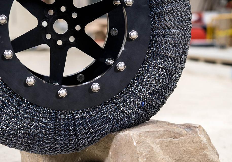 NASA создало неразрушимую, суперэластичную шину изсплава титана