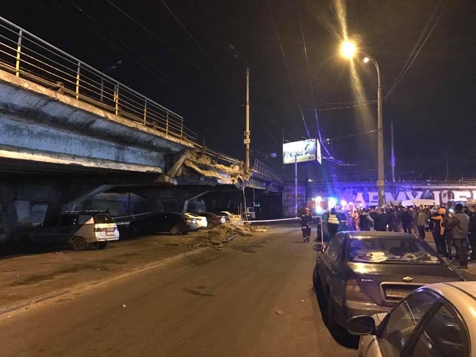 В Киеве обрушилась часть Шулявского путепровода. Движение перекрыто
