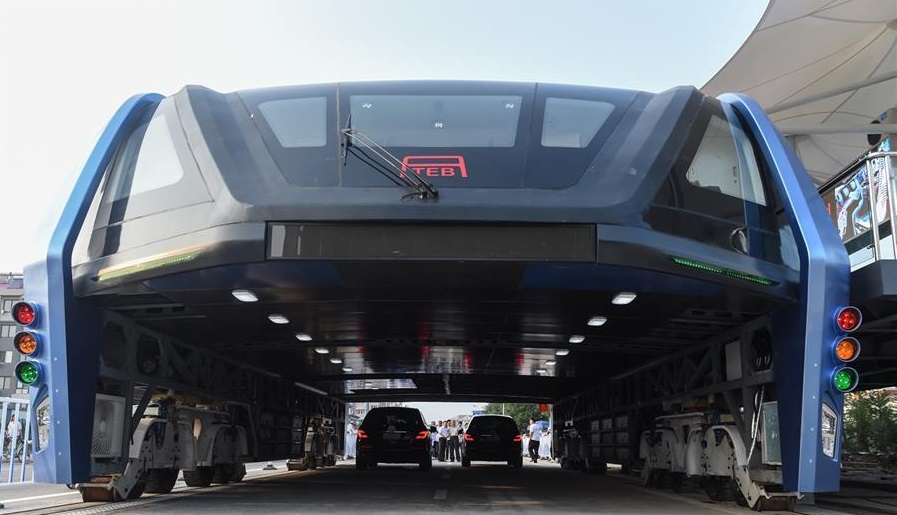 В Китае стартовали испытания портального автобуса (видео)