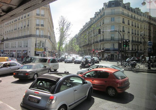 Дорога в Париже