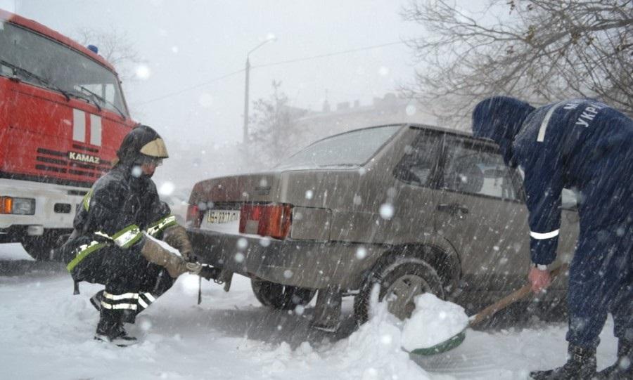 Ввоскресенье Украину заметет снегом