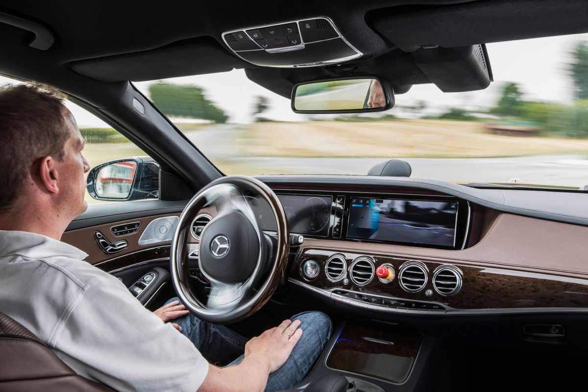 Автомобильный концерн Daimler займется созданием беспилотных авто для Uber