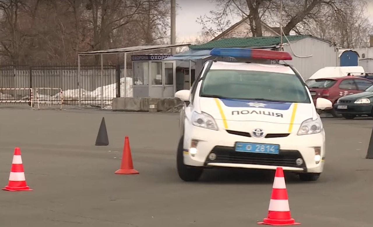 Киевских патрульных отправили на курсы контраварийного вождения