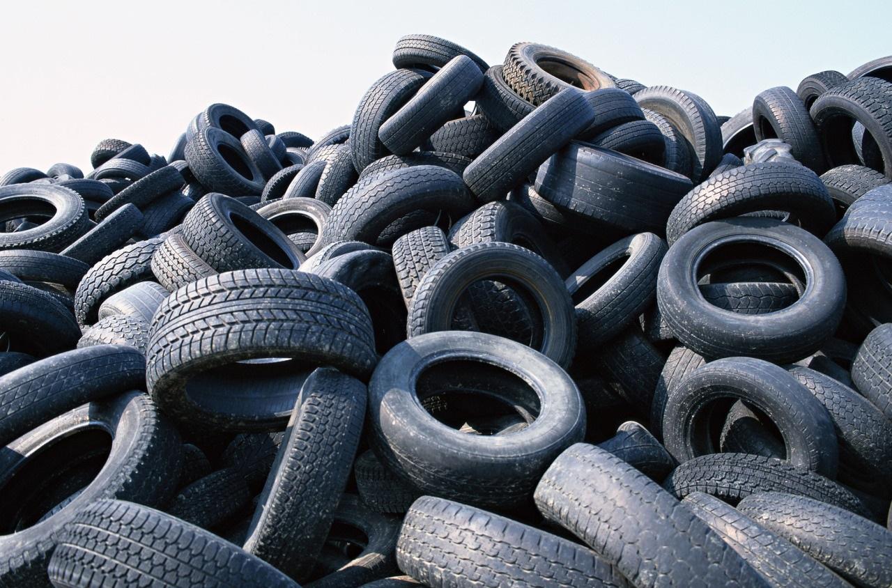 В Киеве открыли 10 пунктов приёма изношенных шин