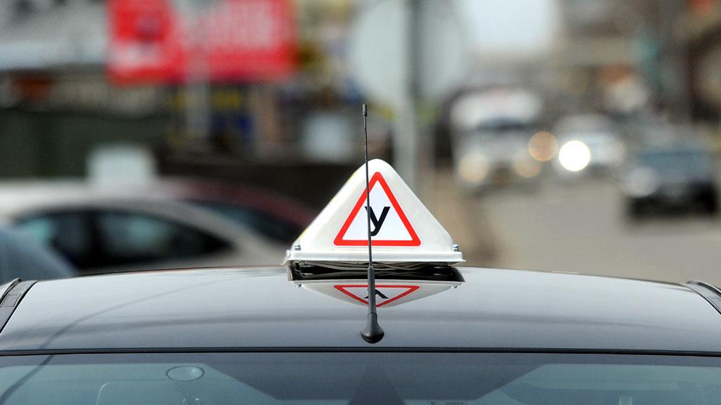 Главный сервисный центр обнародовал списки аккредитованных автошкол