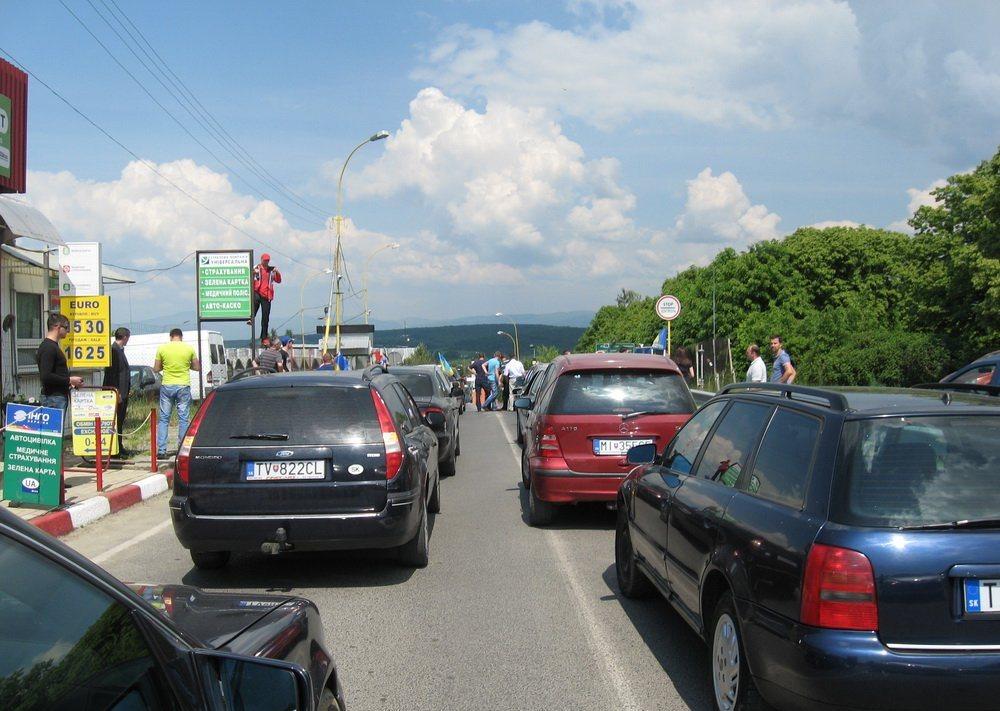 Парасюк предложил оплачиваемое увеличение срока транзита автомобилей