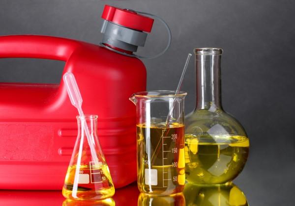 Четыре сетевые АЗС оштрафовали за некачественное топливо