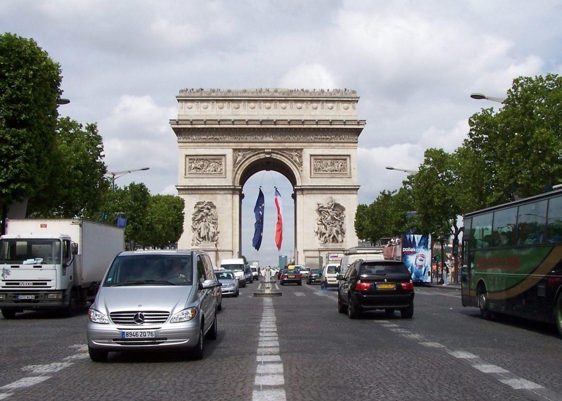 Frankreich erhöht die Steuern auf umweltfreundliche Autos