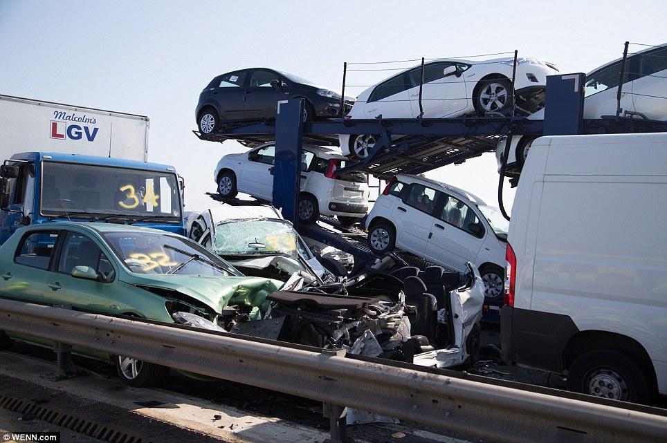 В ДТП с участием 100 автомобилей никто не погиб (60 фото)