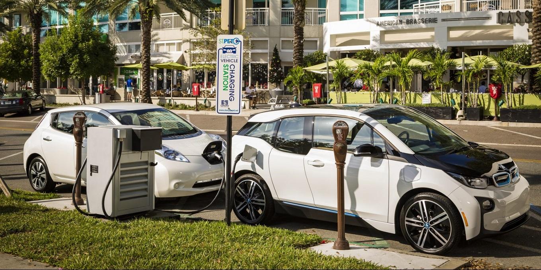 BMW и Nissan подружились для создания сети зарядных станций