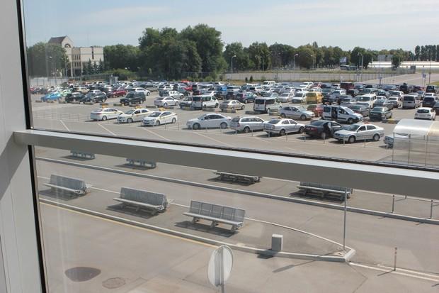 Аэропорт «Борисполь» снизил стоимость краткосрочной парковки